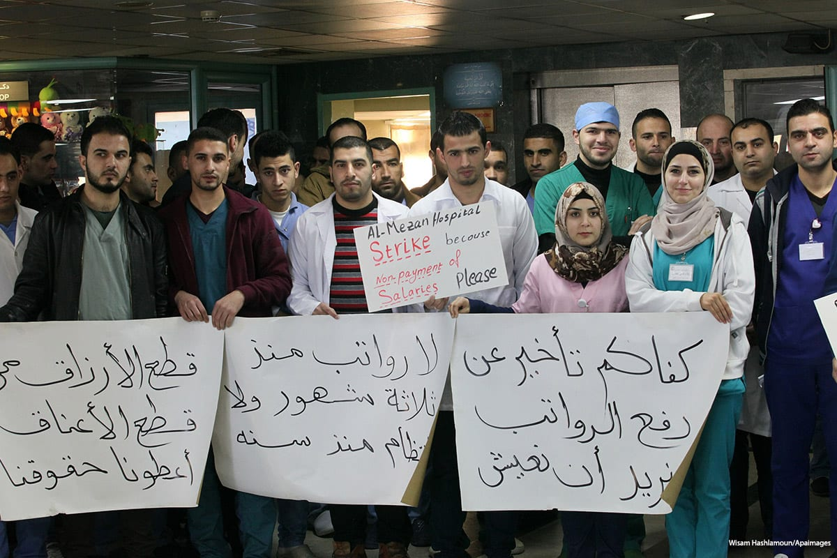 Image of Hebron hospital staff striking over unpaid salaries [Wisam Hashlamoun/Apaimages]
