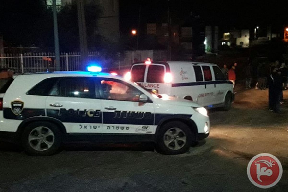 Israeli police and ambulance arrive at the scene after an Arab-Israeli woman was shot [Maanews]