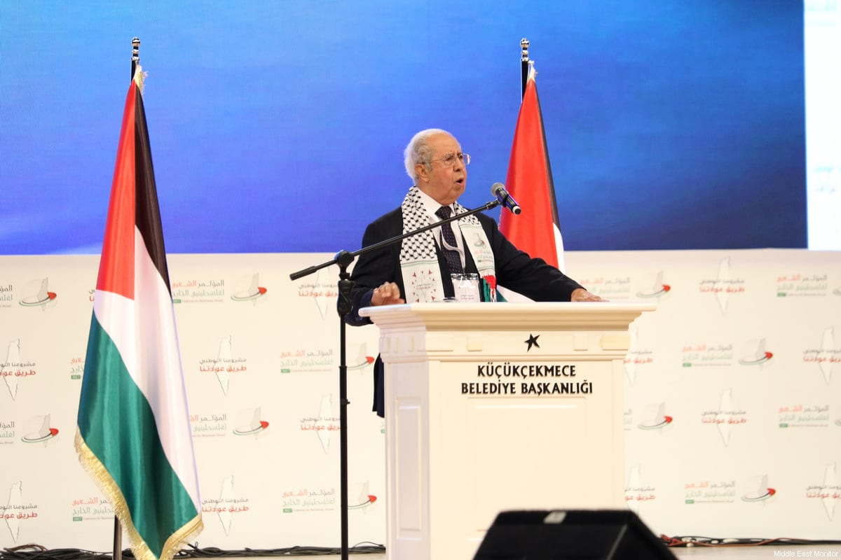 Dr Salman Abu Sitta addresses the delegates at the Palestinians Abroad conference in Istanbul, Turkey on February 25, 2017 [Middle East Monitor]