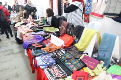 Crafts people exhibit and sell there wares at the Palestinians Abroad conference in Istanbul, Turkey on February 25, 2017 [Middle East Monitor]