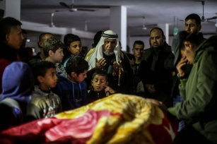RAFAH, GAZA - FEBRUARY 09: Palestinians mourn around the body of Husam Sufi (24), who was killed by Israeli forces, during a funeral ceremony in Rafah, Gaza on February 09, 2017. ( Mohammed Talatene - Anadolu Agency )
