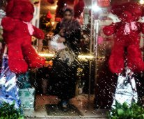 GAZA CITY, GAZA - FEBRUARY 14: Red bears are seen in front of a decorated souvenir gift shop on Valentine's Day in Gaza City, Gaza on February 14, 2017. ( Ali Jadallah - Anadolu Agency )