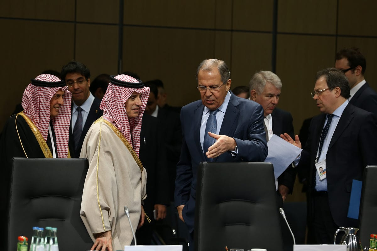 File photo of Russian Foreign Minister Sergey Lavrov (3rd R) talking with Minister of Foreign Affairs of Saudi Arabia, Adel al-Jubeir (2nd L) during G20 Foreign Ministers Meeting in Bonn, Germany on February 16, 2017 [Cem Özdel / Anadolu Agency]