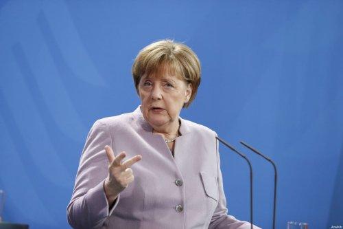 Image of German Chancellor Angela Merkel (C) on 17 February 2017 [Michele Tantussi - Anadolu Agency]