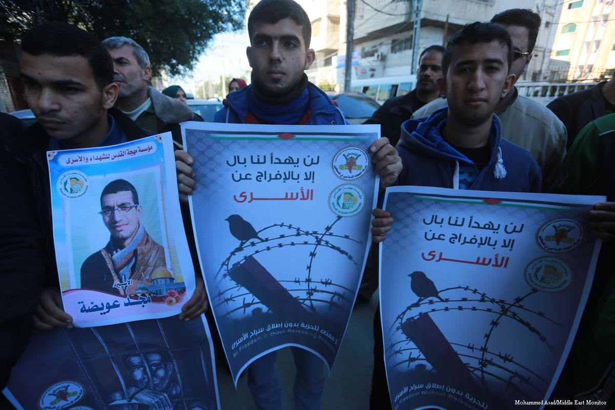 Palestinians in Gaza hold a conference in support of prisoners in the Nafha prison who have been subjected to raids and humiliation at the hands of Israeli forces [Mohammed Asad/Middle East Monitor]