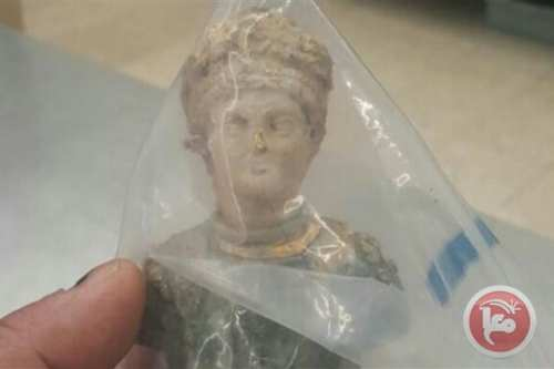 A Palestinian was arrested by Israeli officials for bringing a Roman statue across the border from Jordan into the occupied West Bank on 7 February 2017.