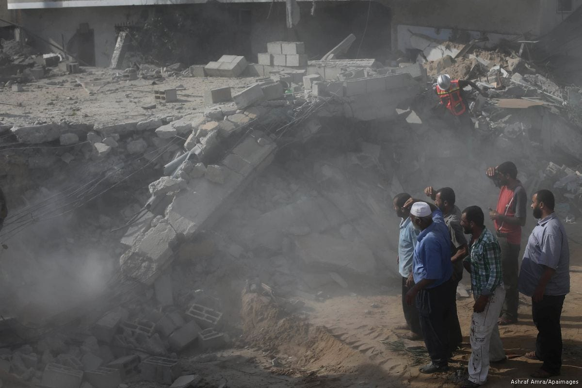 Palestinians search for victims under the rubble of a house which was destroyed by an Israeli air strike during Israeli offensive on the Gaza Strip on 24 July 2014 [Ashraf Amra/Apaimages]