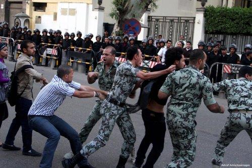 Image of Egyptian security offices violently arresting citizens on 11 November 2016 [Ashraf Amra/Apaimages]