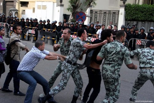 Image of Egyptian security offices violently arresting citizens on 11 November 2016 [Ashraf Amra/Apaimages]