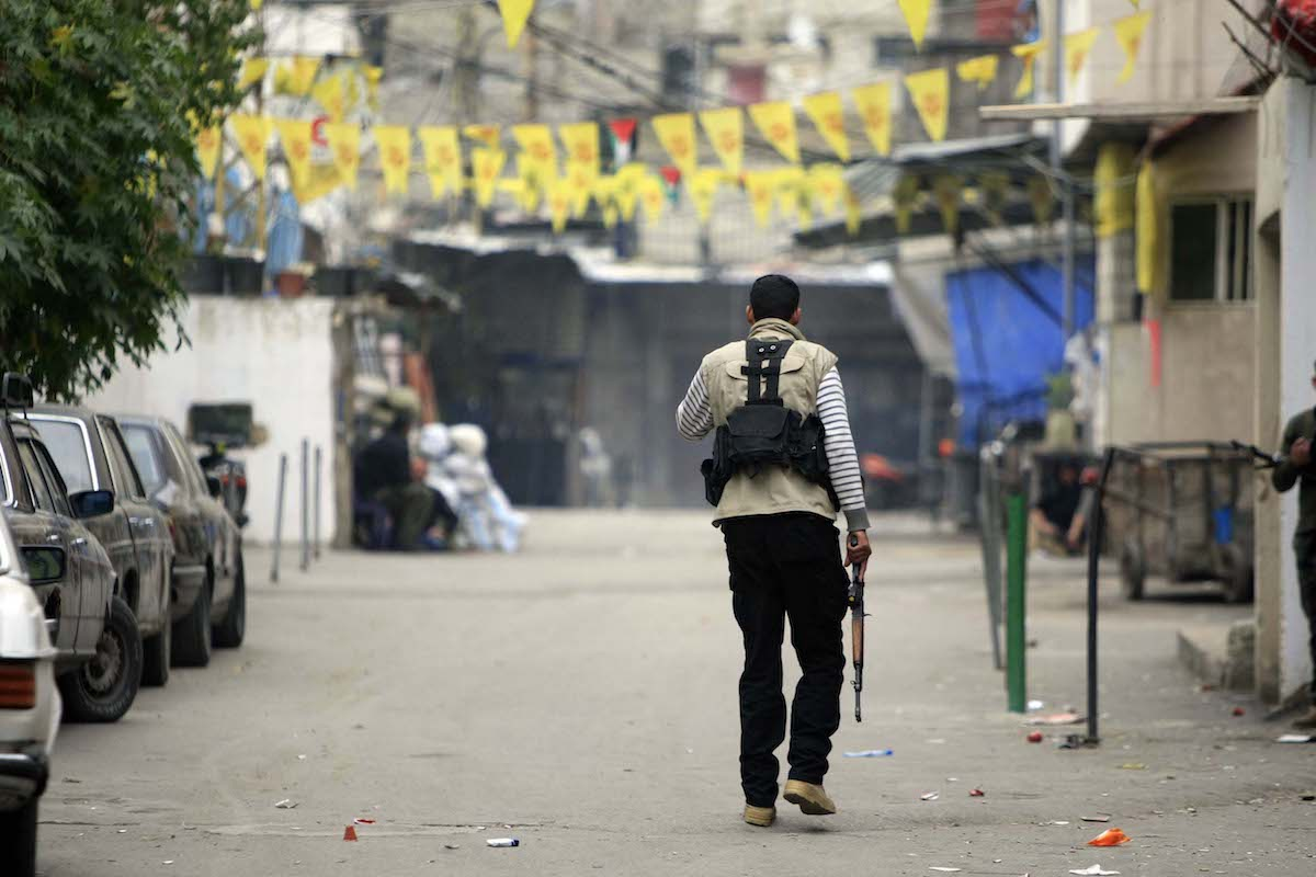 Fatah movement members clash with some Palestinian Islamic groups at Ain al-Hilweh refugee camp in Lebanon's southern port city of Sidon on February 28, 2017. ( Mahmoud Al Zain - Anadolu Agency )