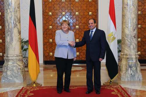 German Chancellor Angela Merkel (L) shakes hands with Egyptian President Abdel Fattah el-Sisi (R) during their meeting at Ittihadiya Presidential Palace in Cairo, Egypt on 2 March 2017 [Egyptian Presidency/Anadolu Agency]