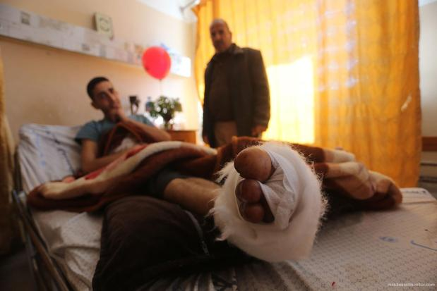 20170303_Injured-Palestinian-man-denied-exit-from-gaza-to-receive-operation-by-Israel-1