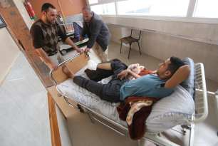 20170303_Injured-Palestinian-man-denied-exit-from-gaza-to-receive-operation-by-Israel-3