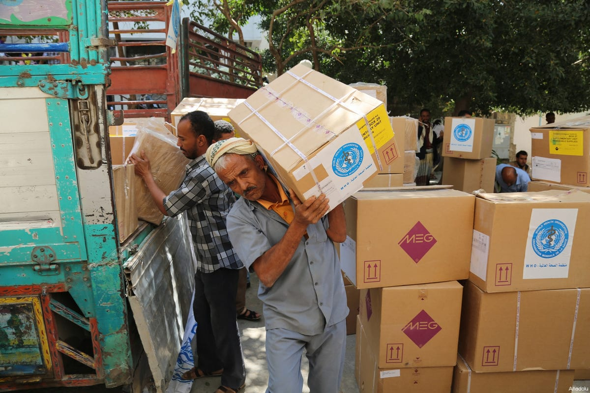 Yemeni people carry the humanitarian aids including medical equipments and medicines distributed by United Nations at the Al Tavun hospital in Taiz, Yemen on March 4, 2017. [Abdulnasser Alseddik - Anadolu Agency]