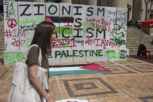 A group of student stage a protest against Israel's policies at Witwatersrand University in Johannesburg, South Africa on 8 March 2017. ( Ihsaan Haffejee - Anadolu Agency )