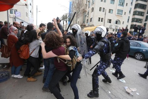 Palestinian Authority police force violently intervening a protest in Ramallah, West Bank, 12 March 2017 [Issam Rimawi/Anadolu Agency]