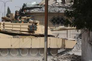 Artillery unit of Federal Forces belonging to the Iraqi Army takes part in the operation to retake Mosul from Daesh terrorists in Samun neighbourhood as the clashes between Iraqi Army and Daesh terrorists continue in Mosul, Iraq on March 12, 2017 [Hemn Baban / Anadolu Agency]