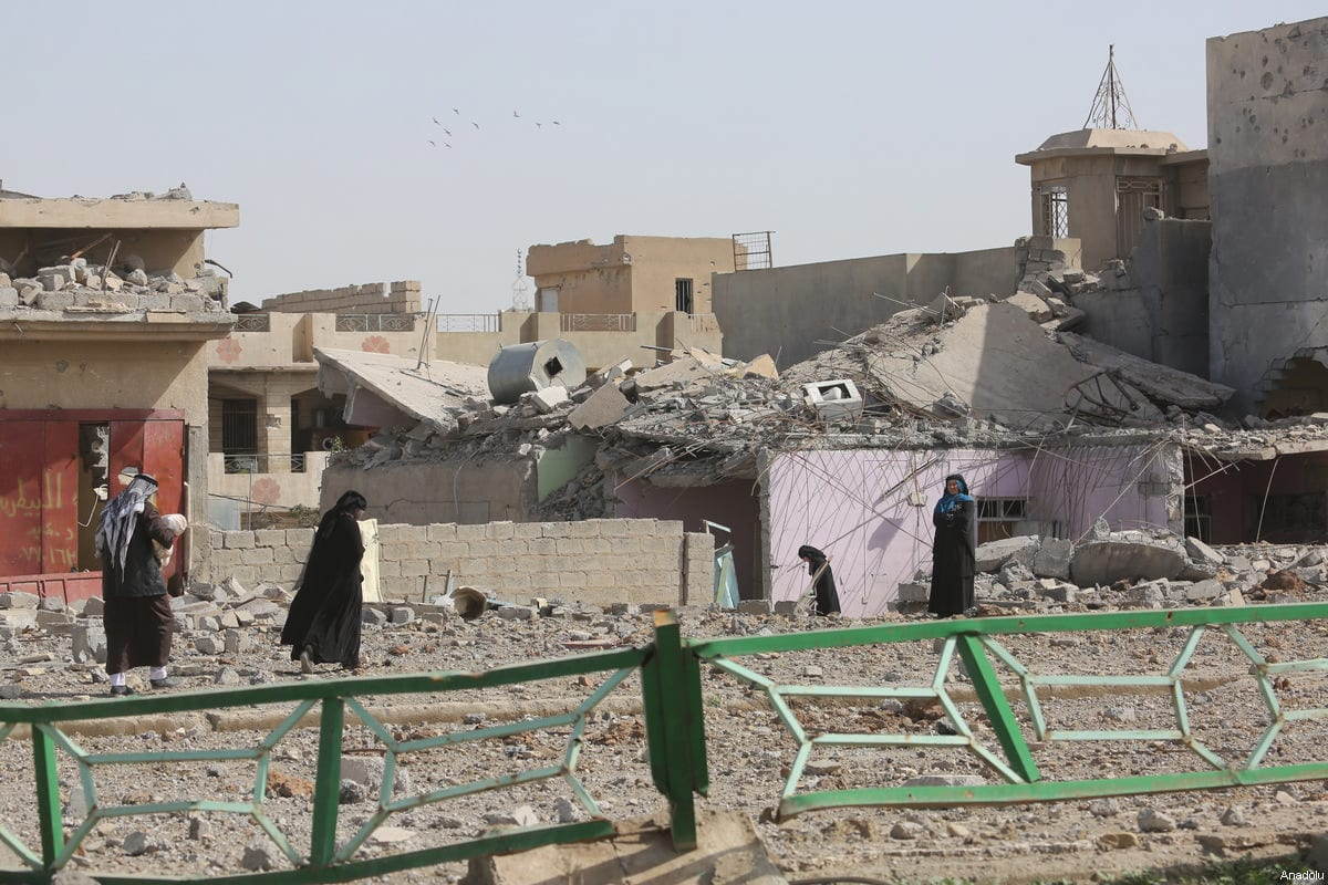 Collapsed buildings and damaged vehicles are seen as the operation to retake Mosul from Daesh terrorists continue on 12 March 2017 [Hemn Baban/Anadolu]