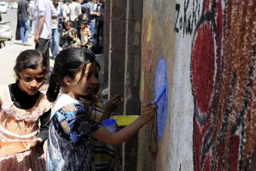 Yemeni children draw on the walls of University of Sana'a to react to the ongoing war in the country on March 15, 2017 [Mohammed Hamoud/Anadolu Agency]