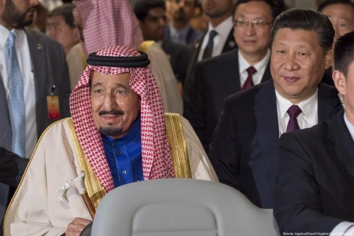 Saudi Arabia's King Salman Bin Abdulaziz Al-Saud (L) and Chinese President Xi Jinping (R) in Beijing, China on 16 March 2017. [Bandar Algaloud / Saudi Kingdom Council / Handout]