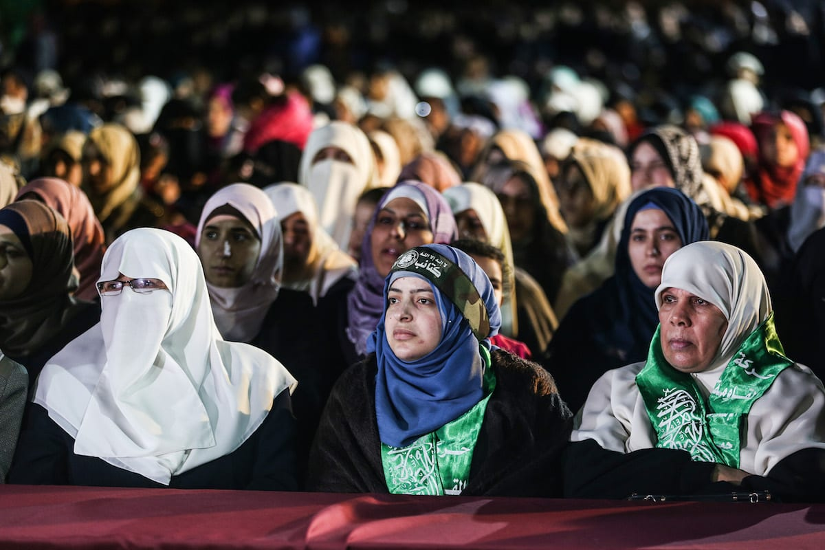 Nahid Aside (C), wife of Mazen Fuqaha, attends the memorial ceremony held for Mazen Fuqaha, who was assassinated in Gaza City, Gaza on March 27, 2017. ( Mustafa Hassona - Anadolu Agency )