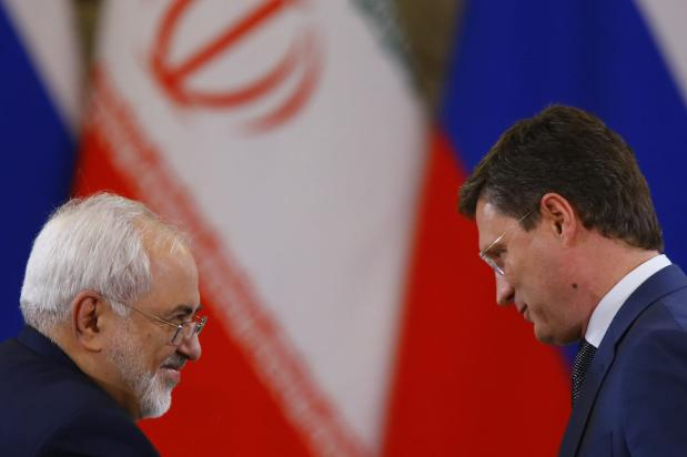 Iran's Foreign Minister Mohammad Javad Zarif (L) and Russia's Energy Minister Alexander Novak (R) take part in an agreement signing ceremony following Russian-Iranian talks at the Moscow Kremlin, in Moscow, Russia on March 28, 2017. ( Sefa Karacan - Anadolu Agency )