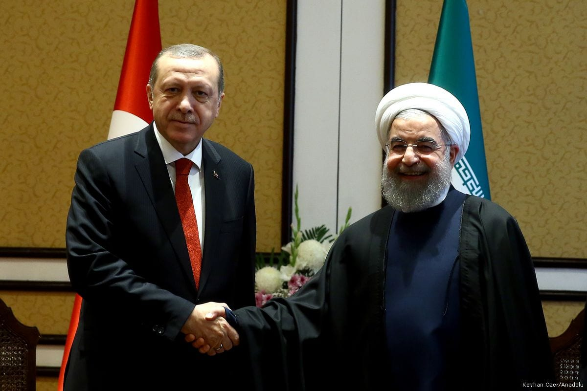 President of Turkey, Recep Tayyip Erdogan (L) shakes hands with President of Iran, Hassan Rouhani (R) before their meeting in Islamabad, Pakistan on 1 March 2017 [Kayhan Özer/ Anadolu Agency]