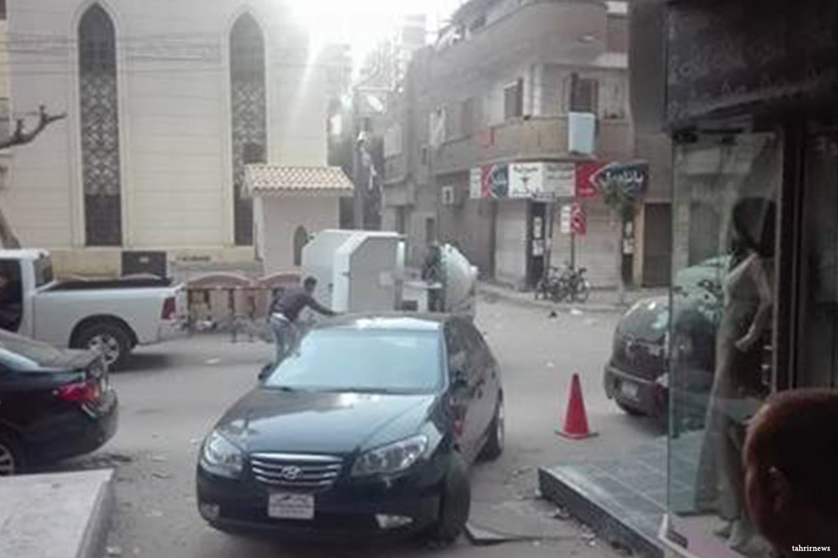 Image of the scene in which Egyptian security forces defused a bomb found in a Church in Gharbia, Egypt on 29 March 2017 [tahrirnews]