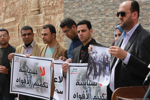 Palestinian Journalists Syndicate in the Gaza Strip goes on strike in protest against the security officers' aggression towards their colleagues in occupied Ramallah, West Bank, 13 March 2017. [Images by Mohammad Asad / Middle East Monitor]