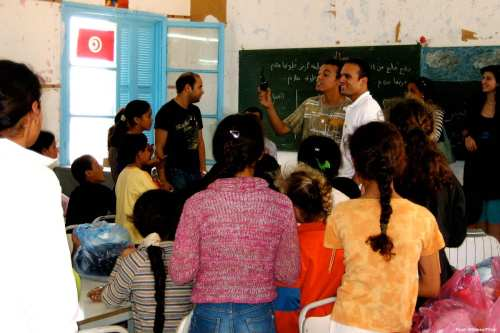 Image of teachers delivering a school lesson in Tunisia [Ryan Whitney/Flickr]
