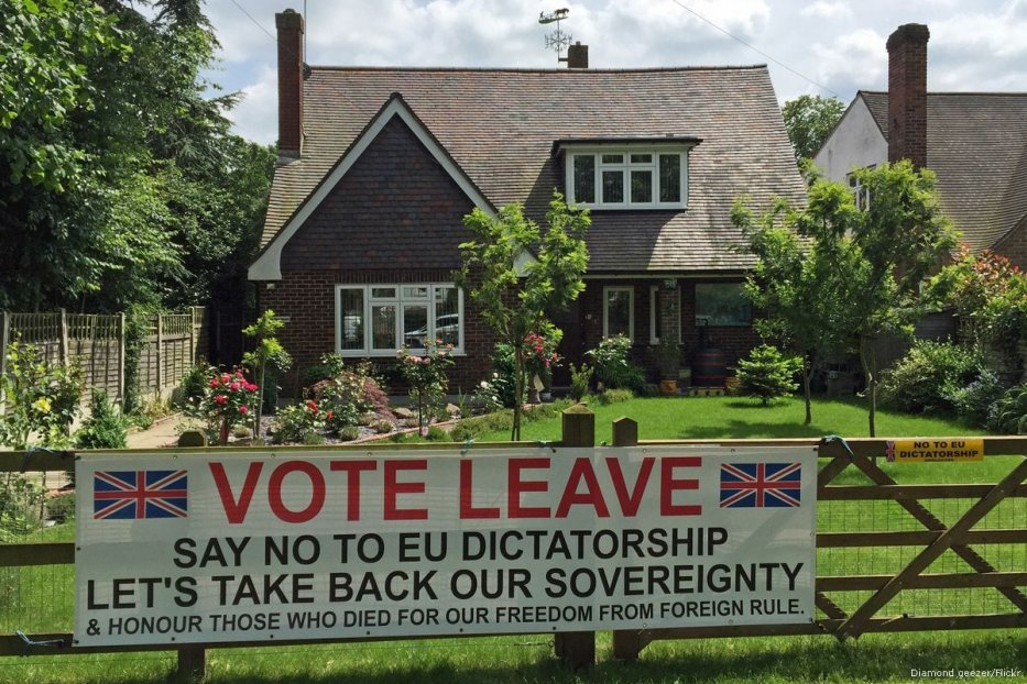 Image of leave the EU propaganda during the Brexit referendum in London, UK [Diamond geezer/Flickr]