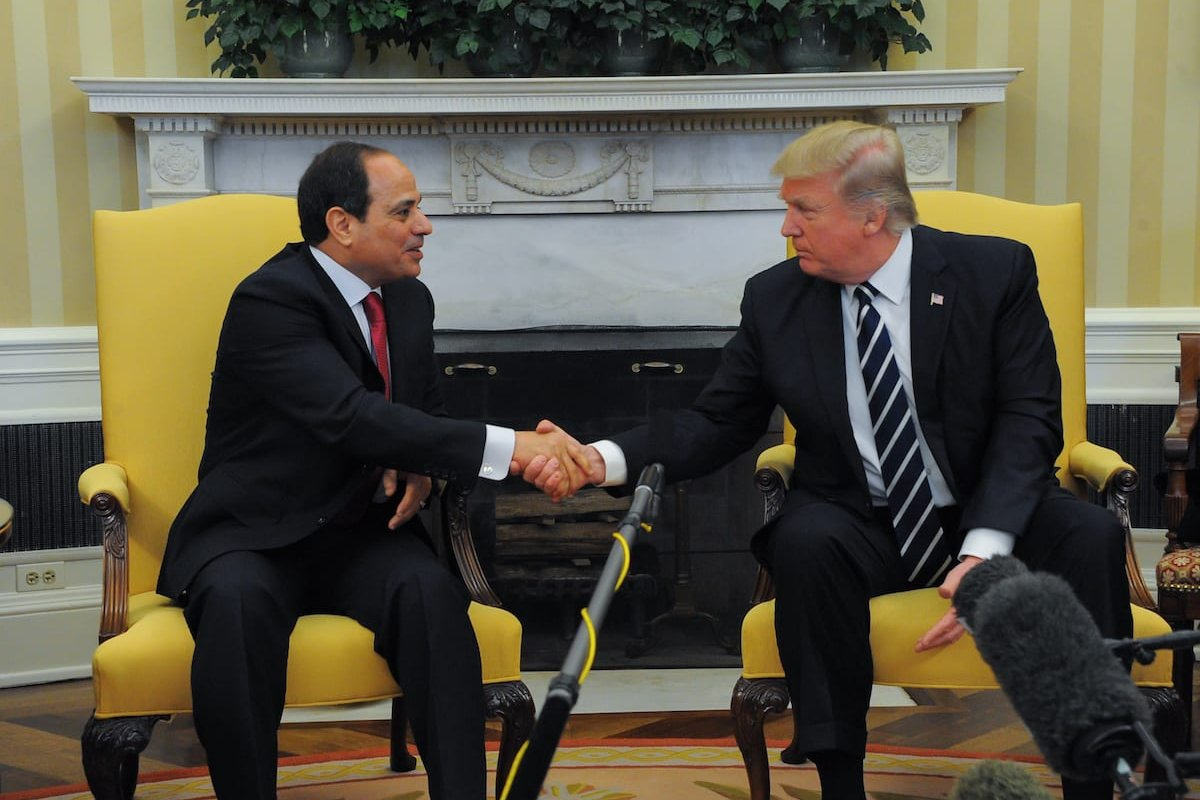 US President Donald Trump meets Egyptian President Abdel Fattah el-Sisi (L) at the White House in Washington, United States on 3 April 2017. [Presidency of Egypt / Handout - Anadolu Agency]