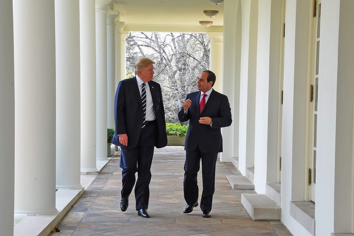US President Donald Trump meets Egyptian President Abdel Fattah Al-Sisi (R) at the White House in Washington, United States on 3 April 2017 [Presidency of Egypt/Anadolu Agency]