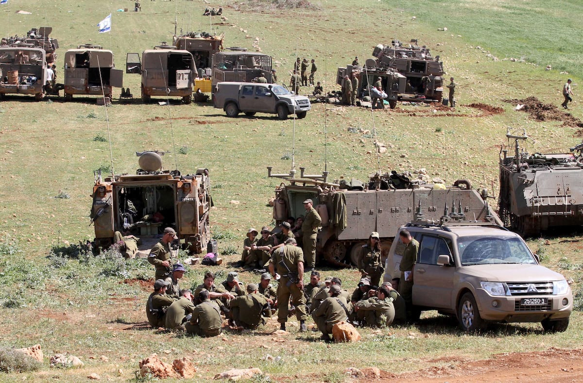 Israeli soldiers conduct a military drill in Akraba villiage of Nablus, West Bank on April 4, 2017. ( Nedal Eshtayah - Anadolu Agency )