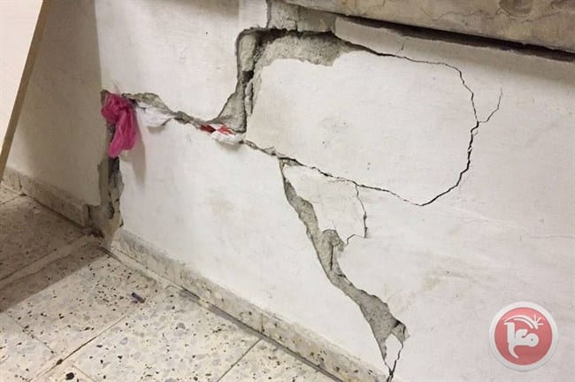Cracks in homes in the Wadi Hilweh area of the occupied East Jerusalem neighbourhood of Silwan after Israeli forces dug tunnels beneath the properties on 5 April 2017. [Ma'an]