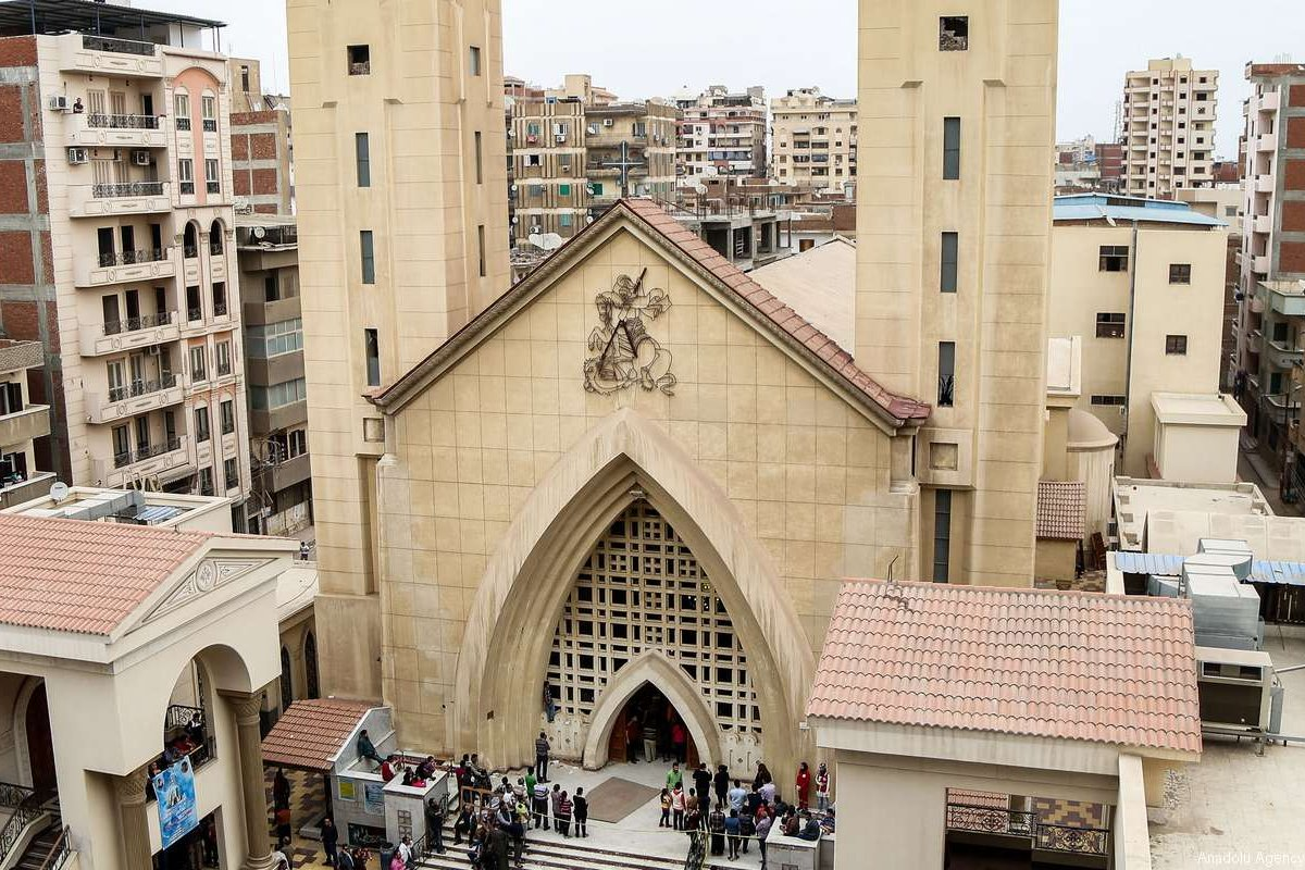 People gather in front of the Saint George church after a bombing struck inside the church in the Nile Delta city of Tanta, Egypt on 9 April, 2017 [Ibrahim Ramadan/Anadolu Agency]