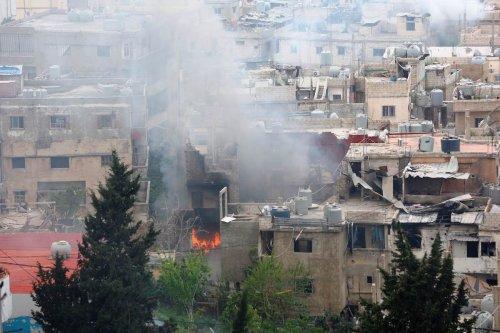 Smoke rises after clashes between members of Palestinian Fatah Movement and Bilal Badr at the Ain-el-Hilwe refugee camp in Sidon, Lebanon on April 9, 2017 (Ratib Al Safadi - Anadolu Agency )