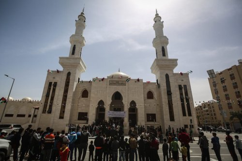 Crowds are seen during the opening ceremony of Sheikh Hamad bin Khalifa Al Sani Mosque which was constructed by Qatar on April 10, 2017. ( Ali Jadallah - Anadolu Agency )