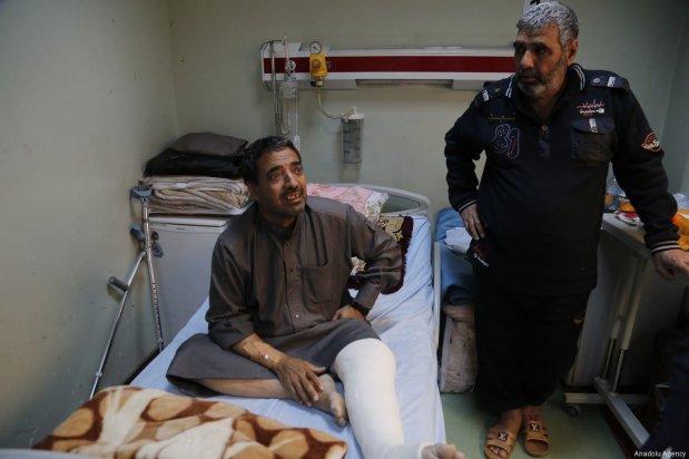 A boy, who has a casted leg, receives treatment at a hospital in Erbil, Iraq on 12 April, 2017. ( Yunus Keleş - Anadolu Agency )