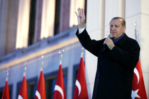Turkish President Recep Tayyip Erdogan addresses the crowd at the Presidential Complex in Ankara, Turkey on April 17, 2017 [Kayhan Özer/Anadolu Agency]