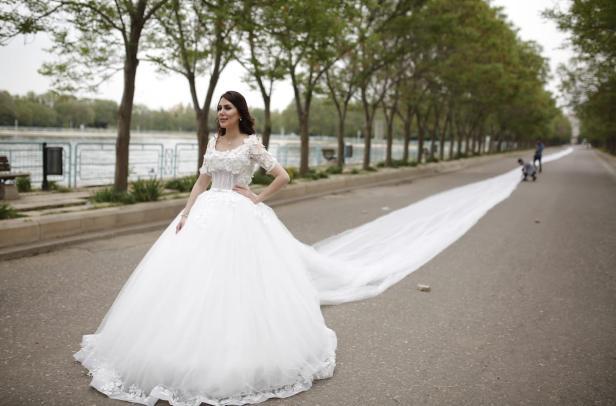 200 metre long wedding dress middle east monitor iranian model chunur muhammed displays a 200 meter long wedding dress in erbil iraq on junglespirit Gallery