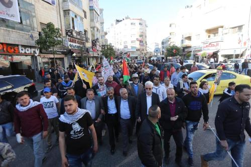 Palestinians stage a protest to show solidarity with detainee hunger-striker prisoners in Ramallah, West Bank on April 24, 2017 [Issam Rimawi/ Anadolu Agency]