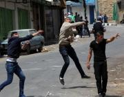 Palestinians throw stones at Israeli Security Forces during a demonstration in support of Palestinian prisoners in Israeli jails, in Hebron, West Bank on April 27, 2017. ( Mamoun Wazwaz - Anadolu Agency )
