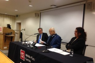 Image of Shaikh Rached Ghannouch (2L) giving a talk at the London School of Economics, UK on 20 April 2017 [Middle East Monitor]