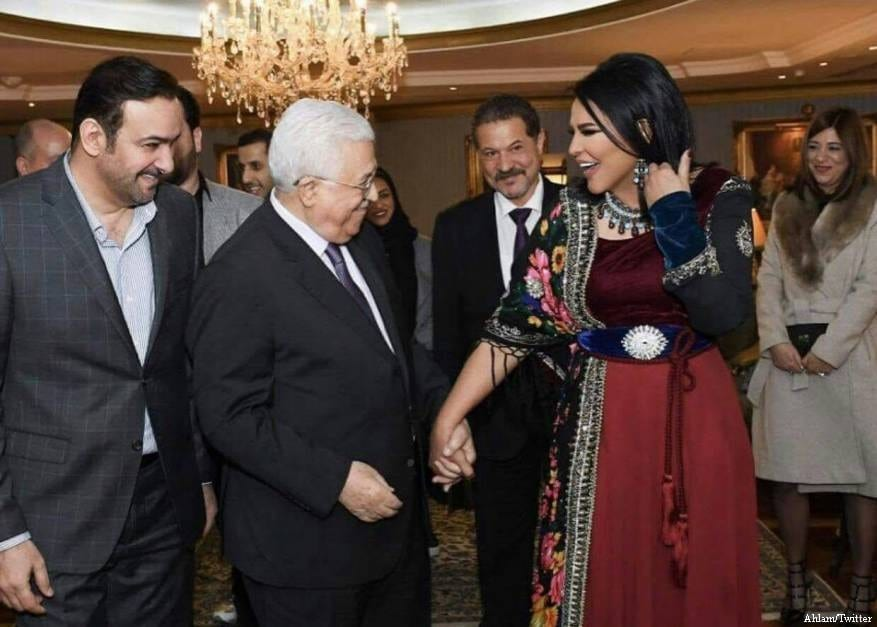 Kuwaiti singer Ahlam meets Palestinian President Mahmoud Abbas as Palestinian prisoners endure their 8th day on hunger strike in Israeli jails on 24 April 2017 [Ahlam/Twitter]