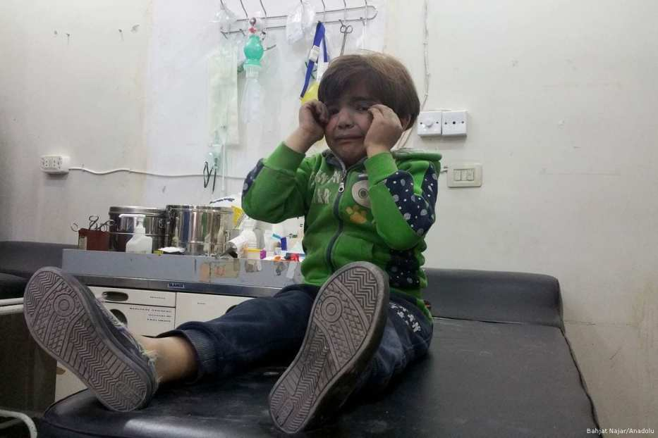Syrian child receives treatment after Assad Regime forces attacked with suspected chlorine gas in Idlib, Syria on April 4, 2017 (Bahjat Najar - Anadolu Agency )