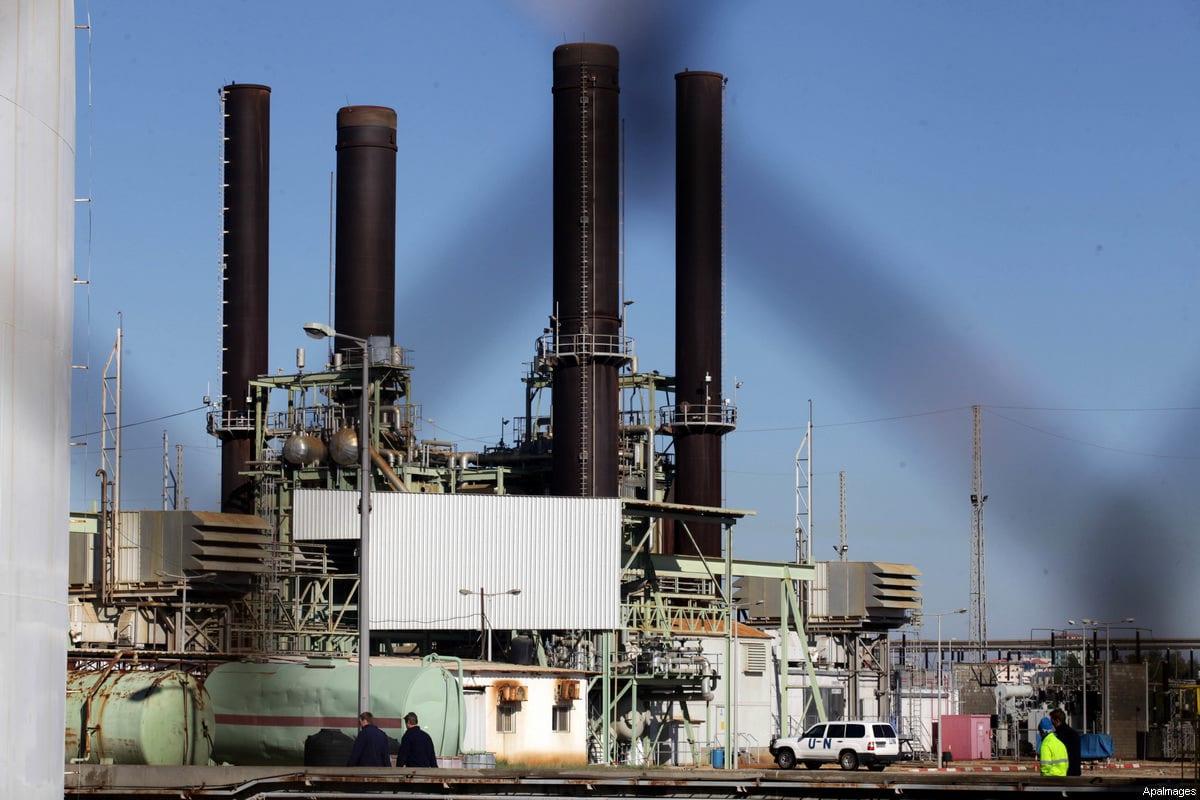 Palestinian fuel tankers park at Gaza's main power plant in Nusseirat, central Gaza Strip,15 December 2013 [Ashraf Amra / ApaImages]