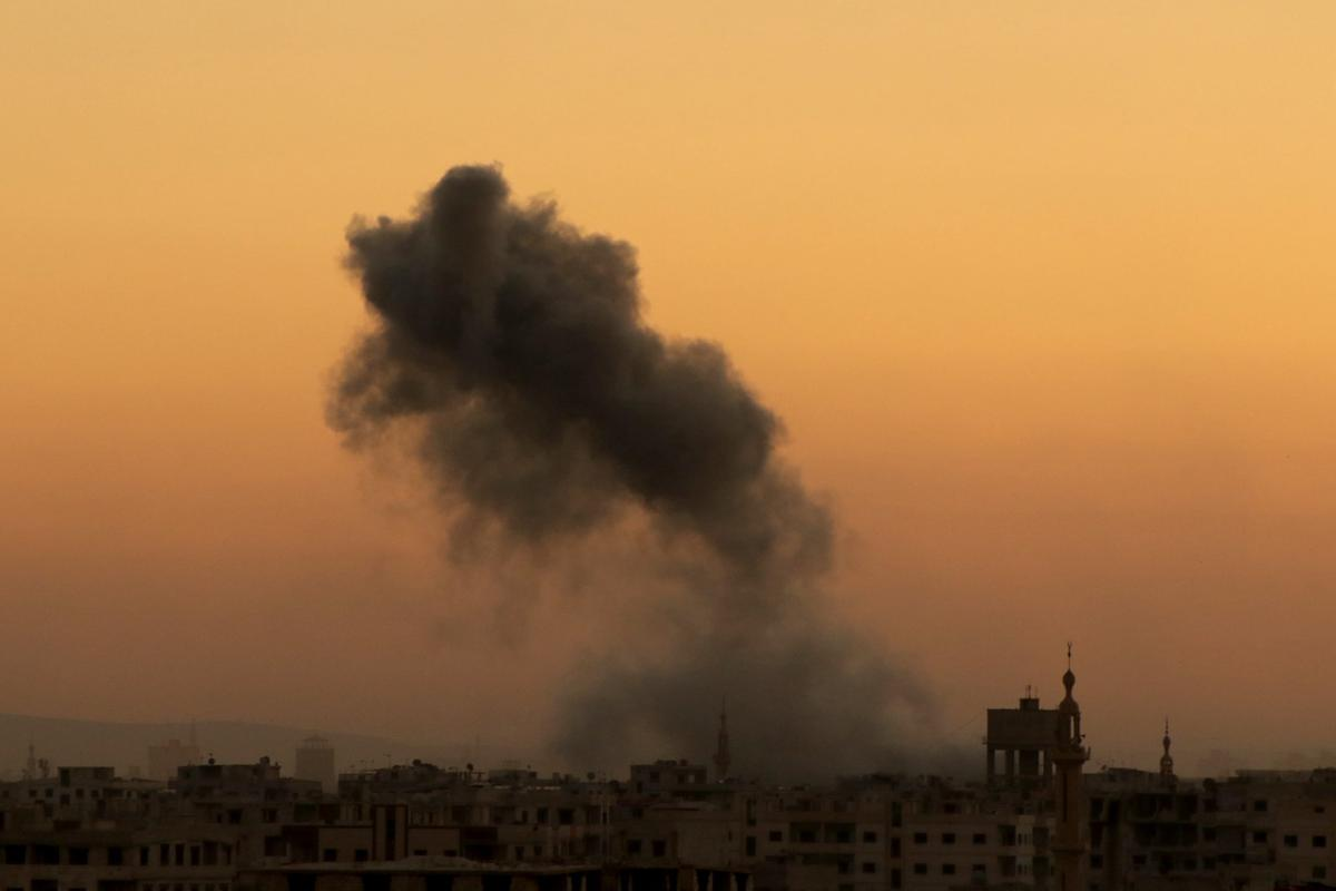 Smoke rises after the Assad Regime forces carried out airstrikes in Damascus, Syria on April 3, 2017. ( Diaa Al-Din - Anadolu Agency )