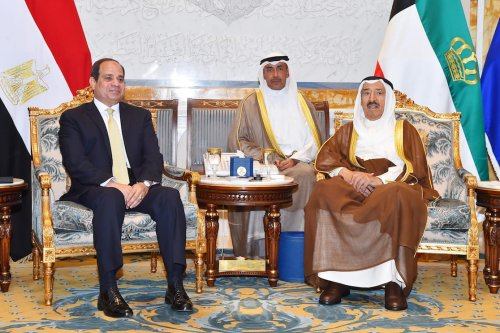 President of Egypt Abdel Fattah el-Sisi (L) meets with Kuwaiti Emir Sabah al-Ahmad al-Jaber al-Sabah (R) at the Bayan Palace in Kuwait City, Kuwait on May 7, 2017 [Egyptian Presidency/Handout/Anadolu Agency]