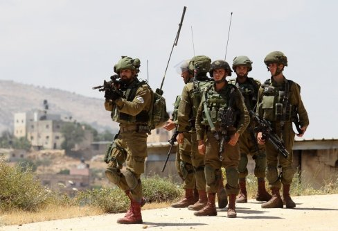 Israeli occupation forces on 20 May 2017 [Nedal Eshtayah/Anadolu Agency]